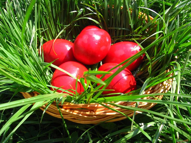 Legendele ouălor roșii la noi și la altepopoare